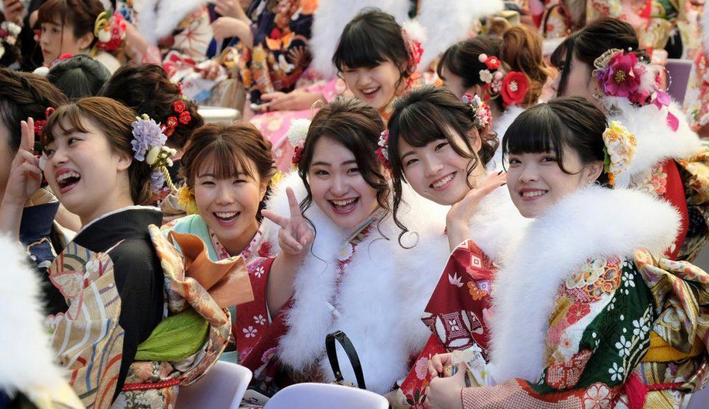 Gadis-Jepang-merayakan-coming-of-age-day-celebrate-sakuramitra.com
